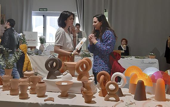 Inma Pérez, a la derecha en la imagen, en Femme Creators de Mercado de Diseño